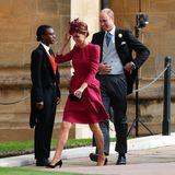 Herzogin Catherine bleibt bei einem bekannten Look und zeigt sich einmal mehr in einem Kleid von Alexander McQueen.
