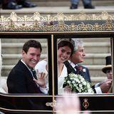 Nach der Trauung geht es für das frisch gebackenen Ehepaar mit der geschlossenen Kutsche durch Windsor.