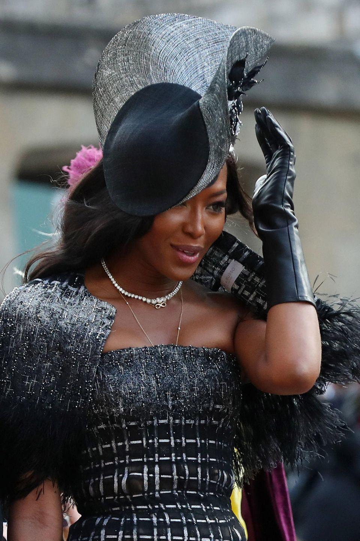 Naomi Campbells Hut wird zum Windfänger.
