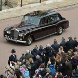 Standesgemäß werden die royalen Familienmitglieder zur St. George's Chapel kutschiert.