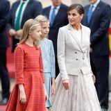 12. Oktober 2018  Gut gelaunt verlassen Leonor, Sofia und ihre Mutter Königin Letizia Parade.