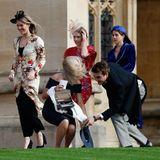 """Ein auswegloser Kampf: Sturm """"Callum"""" hat kein Erbarmen und fegt über England hinweg. Die Hochzeitsgäste von Prinzessin Eugenie und Jack Brooksbank haben alle Hände voll zu tun."""