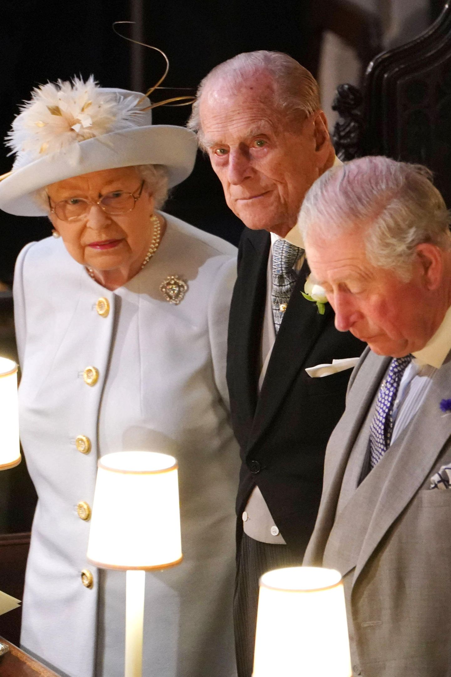 Das Oberhaupt des britischen Königshauses, Queen Elizabeth, ist natürlich bei der Hochzeit ihrer Enkelin Prinzessin Eugenie anwesend. Wie immer an ihrer Seite ist ihr Mann Prinz Philip und Sohn Prinz Charles.
