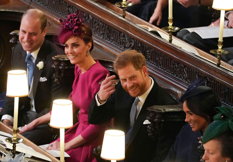 Heute stehen Prinz William, Herzogin Catherine, Prinz Harry und Herzogin Meghan ausnahmsweise nicht selbst im Mittelpunkt, sondern wohnen der Hochzeit von Prinzessin Eugenie und Jack Brooksbank als Gäste bei.