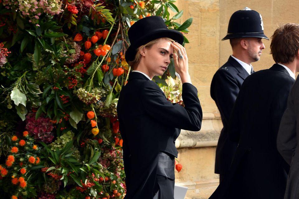 Cara Delevingne brach auf der Hochzeit von Prinzessin Eugenie und Jack mit demHochzeitsdresscode.