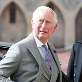 Ob das Wetter wohl hält? Prinz Charles scheint da so seine Zweifel zu haben.