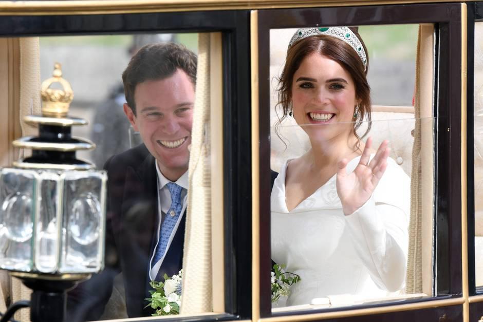 Ganz traditionell: Nach ihrer Trauung fuhren Prinzessin Eugenie und Jack Brooksbank mit einer Kutsche durch Windsor