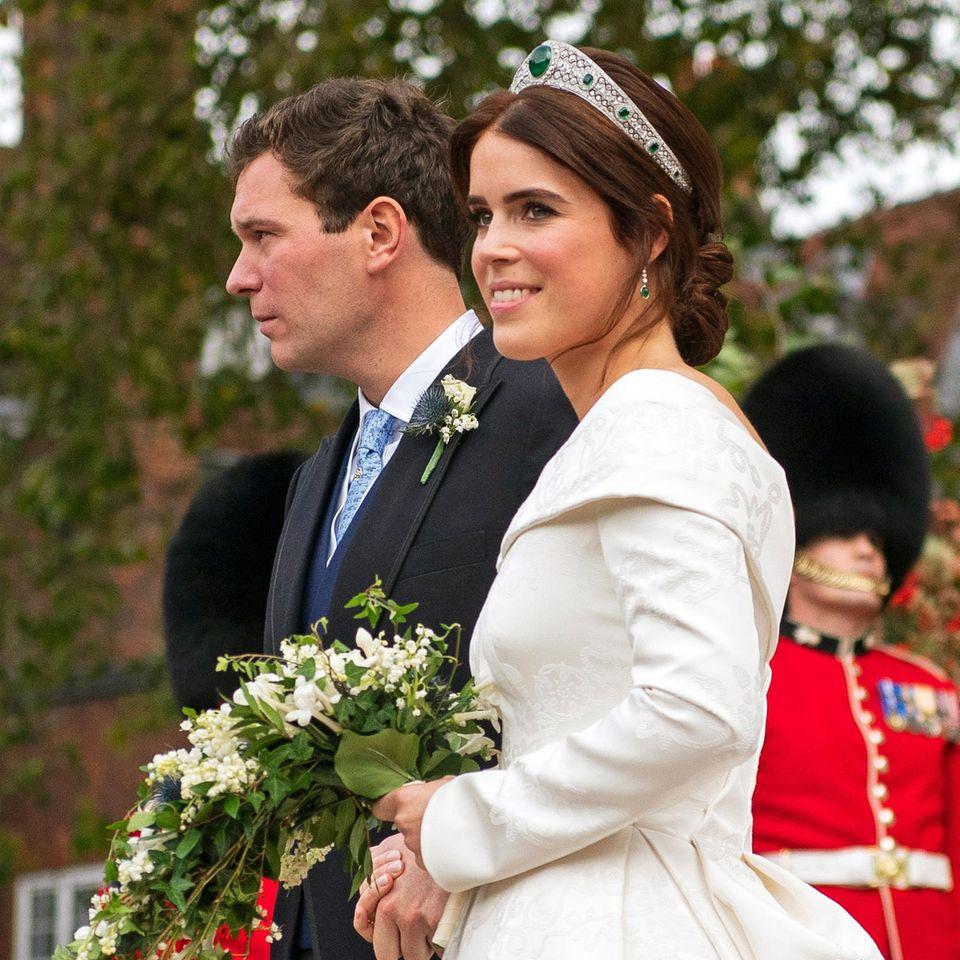 Prinzessin Eugenies Brautstrauß ist mit vielen Maiglöckchen eher weniger herbstlich.