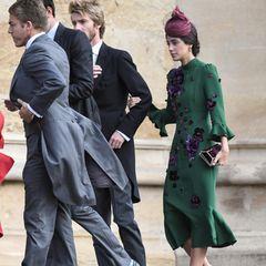 Auch Prinz Christian von Hannover und Alessandra de Osma zählen zu den Gästen der Royal Wedding. In einem engen grünen Kleid mit lila Applikationen setzt Alessandra ihre schmale Silhouette in Szene.