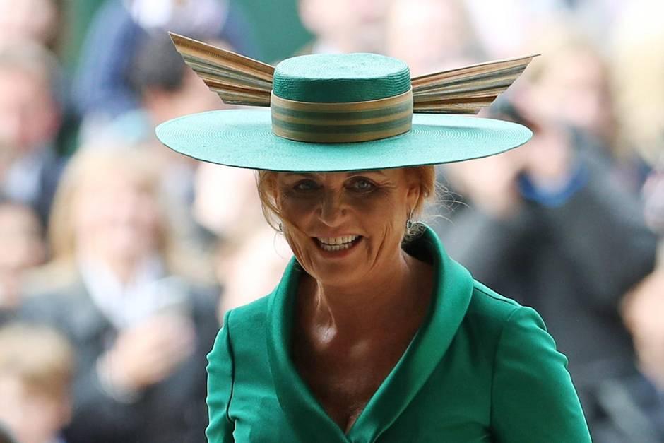 Sarah Ferguson sorgte wegen ihrer Hutwahl bei der Hochzeit ihrer Tochter für Lacher
