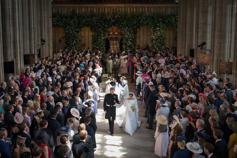 Bei der Hochzeit von Prinz Harry und Herzogin Meghan am 19. Mai 2018 entschied man sich für eine diagonale Anordnung der Bestuhlung.