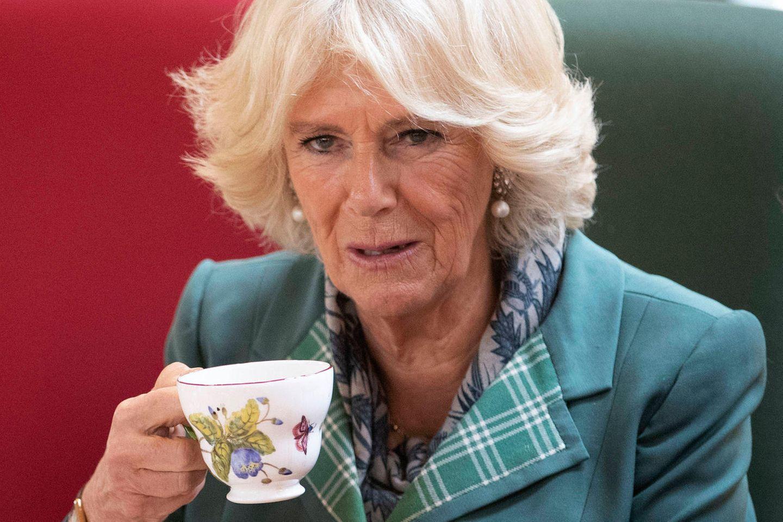 Herzogin Camilla genießt am 12. Oktober 2018 einen Morgentee in Schottland