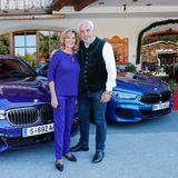 """Unternehmerin & """"Die Höhle der Löwen""""-Star Dagmar Wöhrl wird vonHans-Reiner Schröder (Direktor BMW Berlin) begrüßt."""