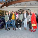 Mit der exklusiven 7er BMW-VIP-Shuttle-Flottewurden die Gäste sicher zum Hotel gebracht.  Hier im Bild: Nicole Weber (Nicole Weber Communications), Wybcke Meier (TUI Cruises), Anne Meyer-Minnemann, Iliane Weiß, Brigitte Huber, Julia Jäkel (alle Gruner + Jahr), Dr. Gerlinde Leichtfried-Dehn (AIDA), Hiltrud Ingenhoven (Gruner + Jahr)
