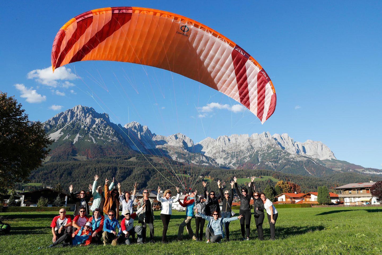 Nun geht es hoch in die Lüfte: Ein besonderes Highlight an diesem Wochenende ist das Tandem-Paragliding-Fliegen.