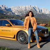 Schauspielerin und Instagram-Star Nilam Farooq und der 7er BMW-VIP-Shuttle passenhervorragend zusammen.