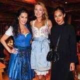 Mariella Ahrens, Lilly zu Sayn-Wittgenstein undNilam Farooq beim Dinner im legendären Kuhstall