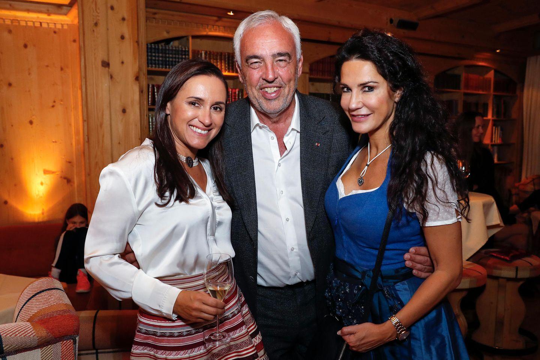 Der Excellence Club 2018 neigt sich dem Ende: Zum Abschied genießen Hans-Reiner Schröder (Direktor BMW Berlin), Simone Gastberger (Scalaria) und Mariella Ahrens das exklusive Champagner-Tasting von Pommery.