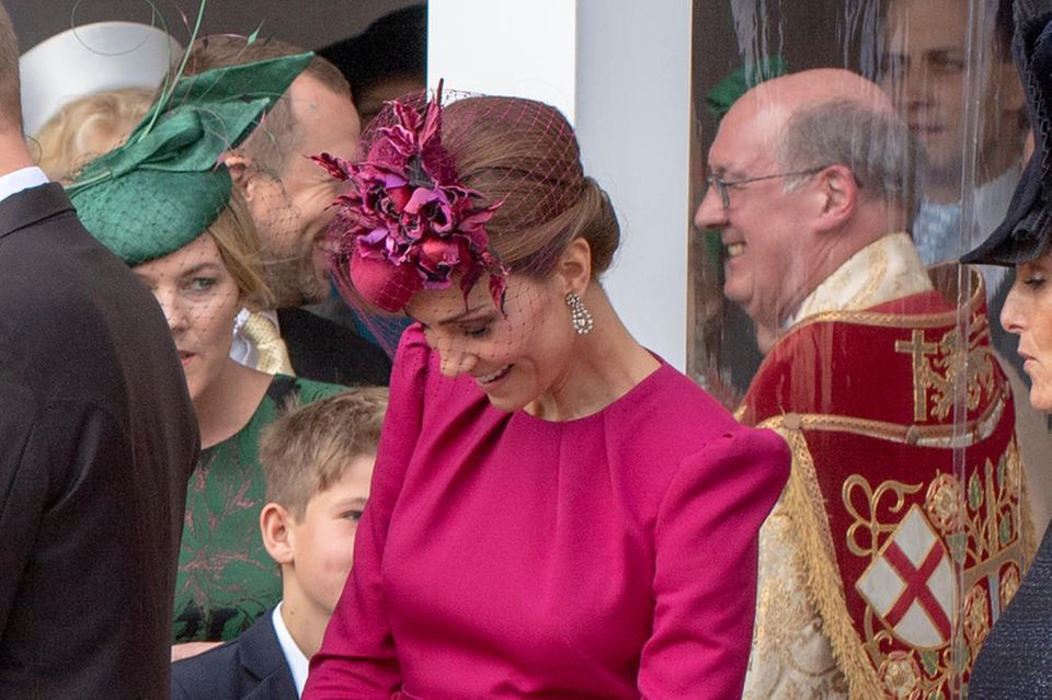Herzogin Catherine wird von einem Windstoß überrascht. Ihrer schnellen Reaktion sei Dank: Einen Wäsche-Blitzer gibt es nicht.