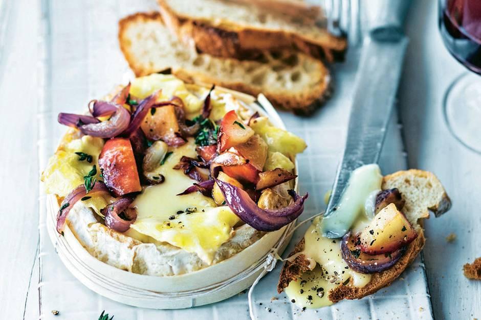 Ofen-Camembert mit Äpfeln