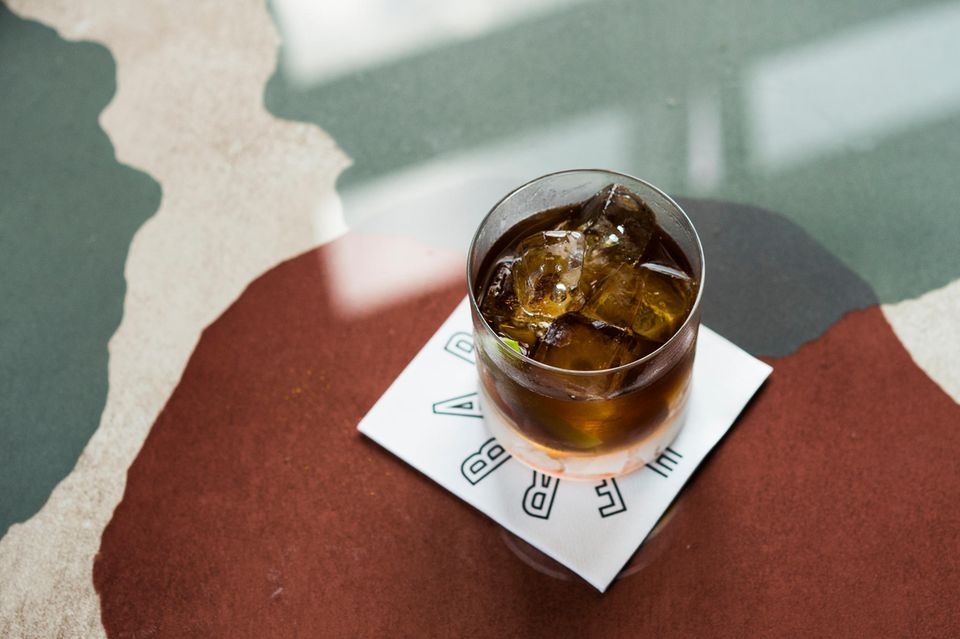 """Der """"High Spirit"""" aus der Kategorie Holz mit Bourbon, Brandy, Sherry, Aromatic Bitter und Apfel"""