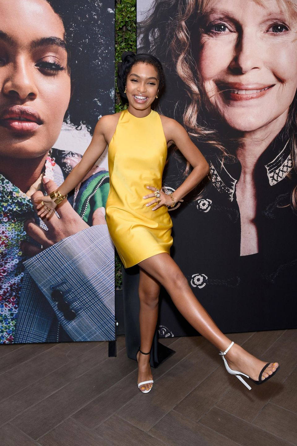 "Supersweet: Newcomer Yara Shahidi (""Blackish"") zeigt sich im Calvin-Klein-Dress in Bestlaune."