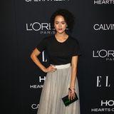"""Im T-Shirt-Tüllrock-Look zeigt Nathalie Emmanuel eine tolle Fashion-Mischung für den grauen Teppich der """"Women in Hollywood""""-Gala."""