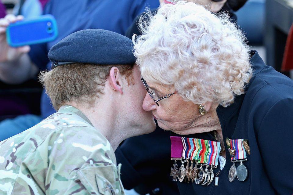 Ein Kuss vom Prinzen: Daphne Dunne traf Harry 2015 das erste Mal in Sydney.