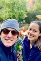 14. Oktober 2018  Bastian Schweinsteiger und Ana Ivanovic lieben es spazieren zu gehen. Im blauen Partnerlook spaziert das Paar gut gelaunt durch einen Park.