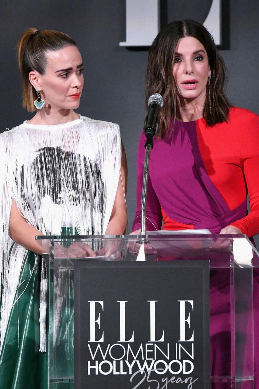 """Sandra Bullock spricht bei den """"25. ELLE Woman in Hollywood Awards"""" über den Tod ihres Vaters und den zwei Hunden"""