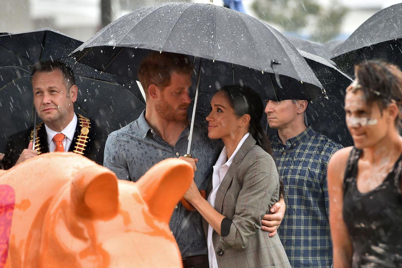 Tag 2  Tiefe Blicke und Romantik unter dem Regenschirm.