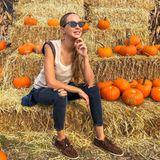 """""""So langsam kommen wir auch in Miami so richtig in Herbst und vor allem in Halloween Stimmung! Ich habe gestern zum aller ersten Mal in meinem Leben einen Pumpkin Patch besucht und war total begeistert!"""",schreibt Alessandra Meyer Wölden zu diesem Bild."""