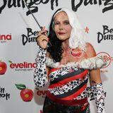 Gastgeberin Natascha Ochsenknecht als schaurig schöneCruella De Vil aus dem Film 101 Dalmatiner.