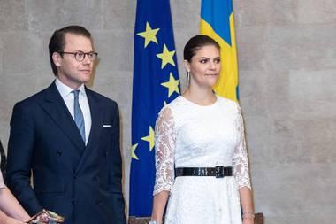 17. Oktober 2018  Beim Treffen des libanesischen Präsidenten strahlt Prinzessin Victoria in einem weißen Kleid aus Spitze.