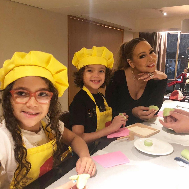 Backe Backe Kuchen. Mariah Carey ist mit den Zwillingen nach Asien gereist und macht Dumplings. Yummie!