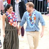 Tag 4  Hand in Hand erreich Herzogin Meghan und Prinz Harry den Bondi Beach.