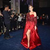 """Einen Wow-Auftritt in Rot hat Moderatorin Viviane Geppert bei der """"Tribute to Bambi""""-Gala."""