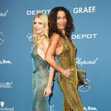 Goldener Retro-Glamour im Doppelpack:Tanja Bülter und Annabelle Mandeng