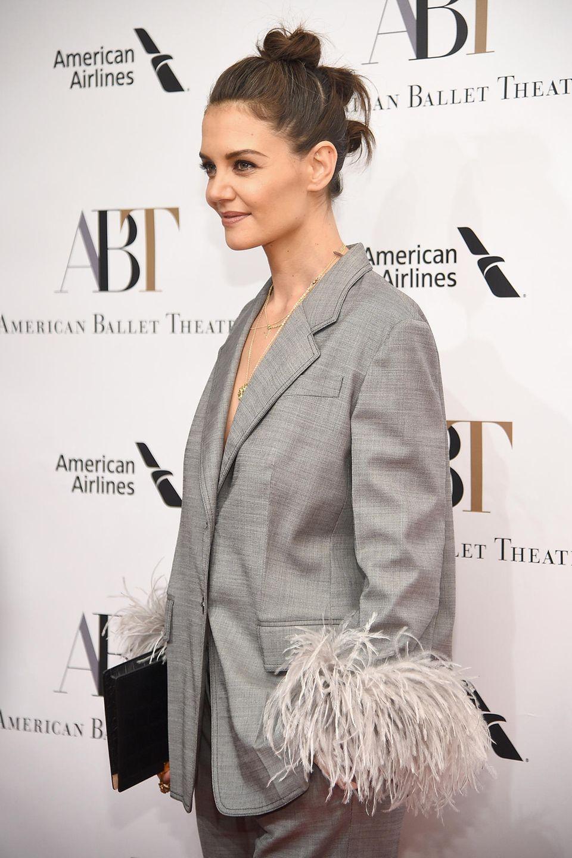 Katie Holmes mit sorgte mit ihrem freizügigen Look und ihrer außergewöhnlichen Frisur für Aufsehen.