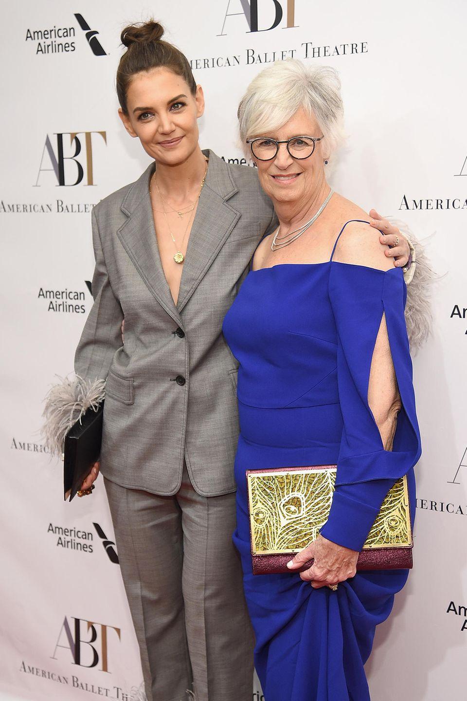 Katie Holmes mit ihrer Mutter Kathleen A. Stothers-Holmes bei der American Ballet Theatre Gala nach New York.