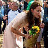 Der Grund dafür: Catherine trägt auch bei diesem Auftritt Wedges. Ein Styling-Tipp, den sich Herzogin Meghan besser direkt abgeguckt hätte.