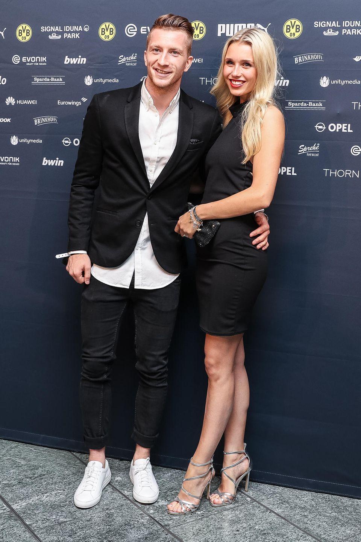 Marco Reus machte seine Beziehung zu Scarlett Gartmann im Februar 2016 öffentlich. Hier sieht man das Paar bei einem seiner seltenen öffentlichen Auftritte im Mai 2017 in Frankfurt/Main