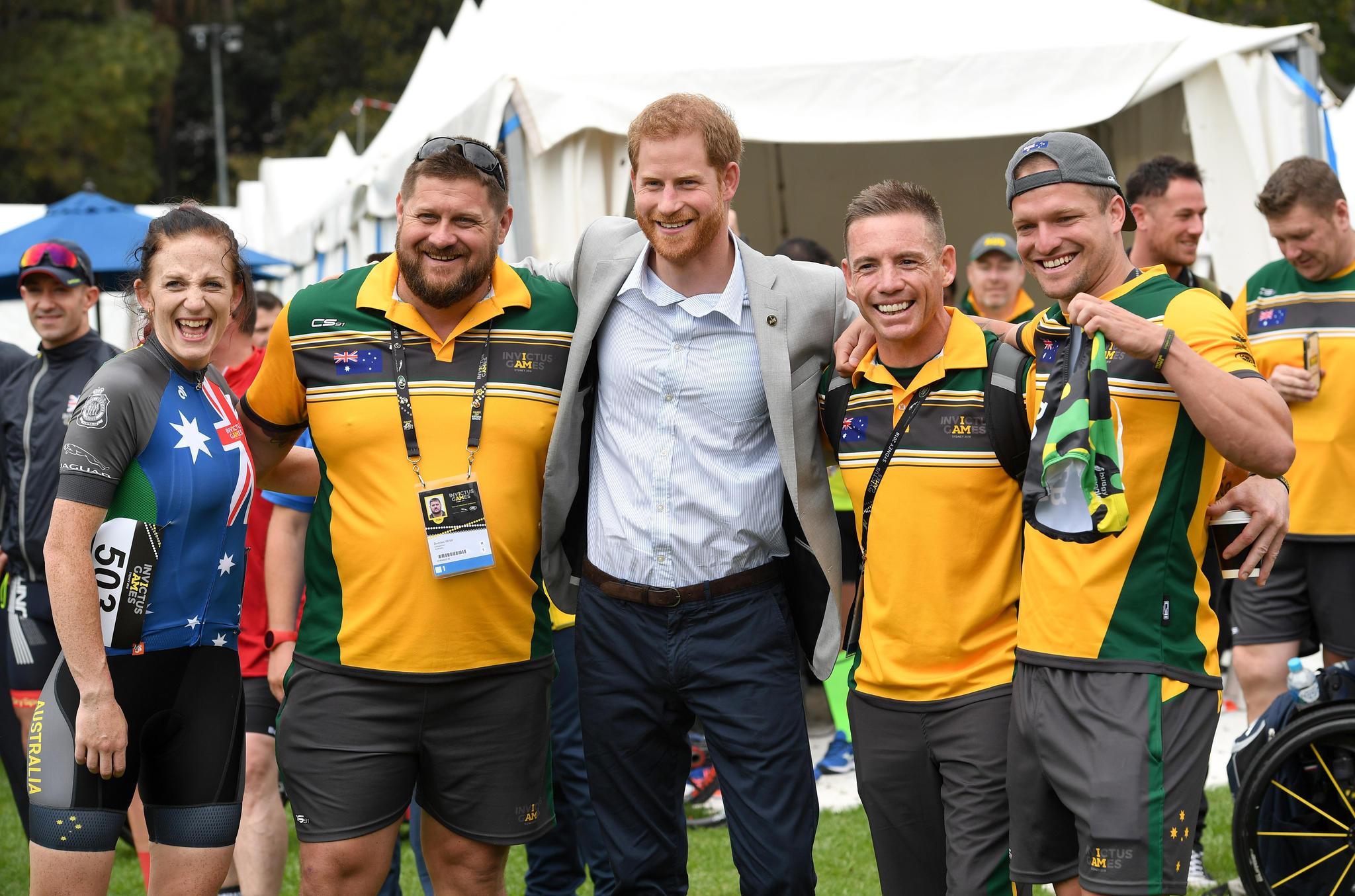 Prinz Harryüberreichte dieMedaillen bei einem Straßenrennen für die Invictus Games