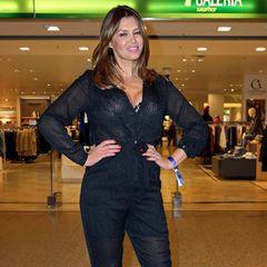 Hui! Bei derLate Night Shopping Party in Hamburg zeigt sich Sabia Boulahrouz im leicht transparenten Pailletten-Jumpsuit ganz schön aufreizend.