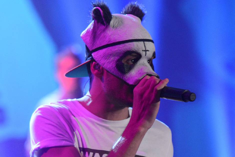 Rapper Cro in gewohntem Look – mit Panda-Maske
