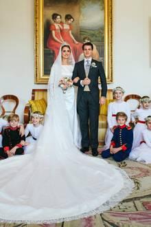 Hochzeitsfoto Nummer 1: Das Brautpaar Sophie von Württemberg und Graf Maximilien d'Andigne umgeben von seinen Blumenkindern (v.l.n.r.)