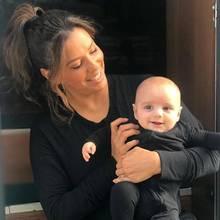 22. Oktober 2018  Sind wir froh, dass Eva Longoria zu denjenigen Stars gehört, die Bilder ihres Nachwuchs voller Stolzihren Fans und Followern präsentiert. Besonders wenn es so niedliche Fotos sind wie dieses von ihr und Baby Santi im schwarzen Partnerlook bei der Arbeit.