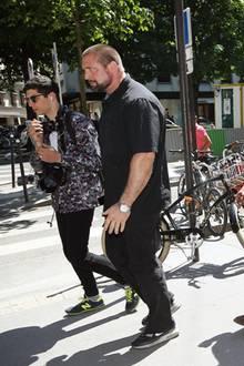 Achtung, hier kommen Kim und Kanye. Um dem angesagten Promi-Pärchen freie Bahn in Paris zu verschaffen, wird ein mächtiger Bodyguard benötigt.