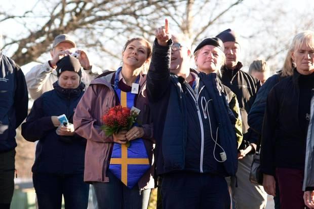 Prinzessin Victoria erkundet mit Einheimischen die Region Hälvingsland.
