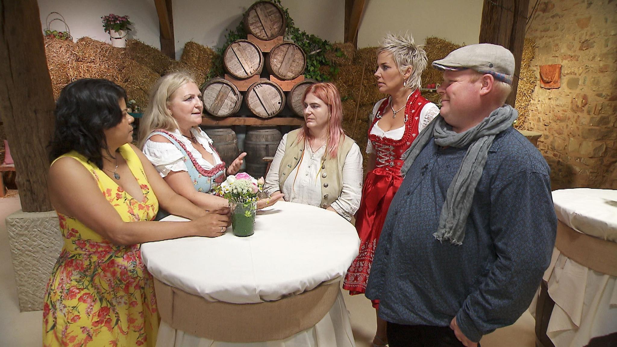 Bauer Guy mit Adriana, Antonia, Ulrike und Moderatorin Inka Bause